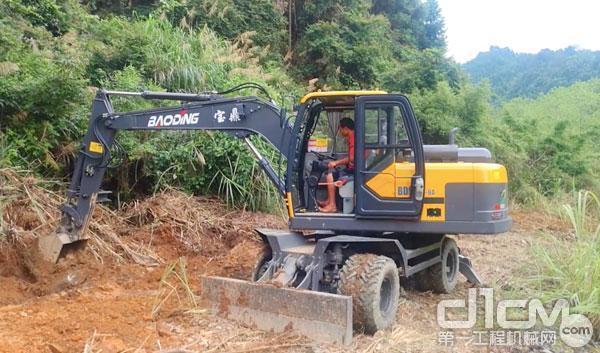 宝鼎轮式挖掘机的优势