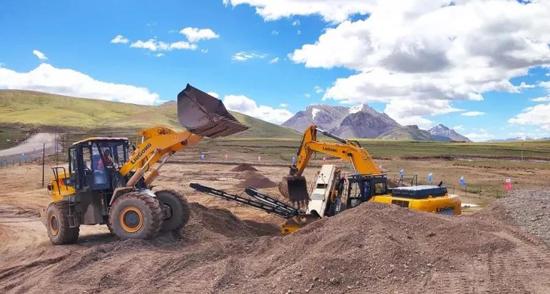柳工:極限工況 強悍設備 一份來自青藏高原的好評