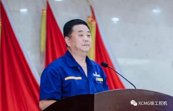 徐工挖掘機械事業部副總經理王偉主持會議