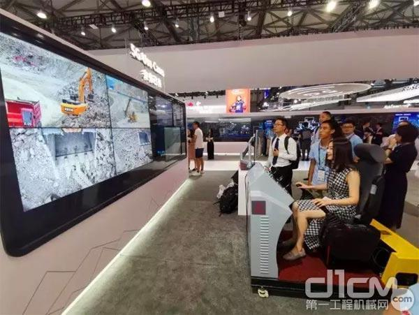 全球首台5G遥控挖掘机在华为展台发布