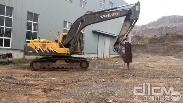 沃尔沃240B挖掘机
