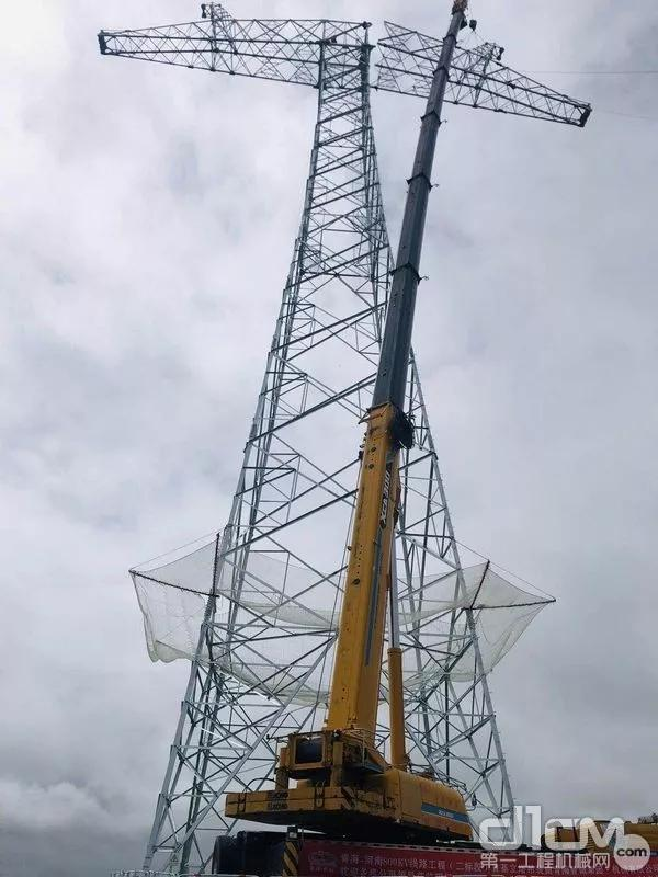 徐工XCA220全地面起重机施工作业