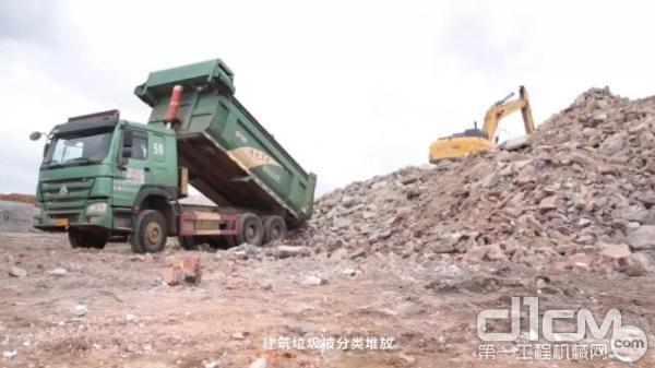 建筑垃圾被分类堆放