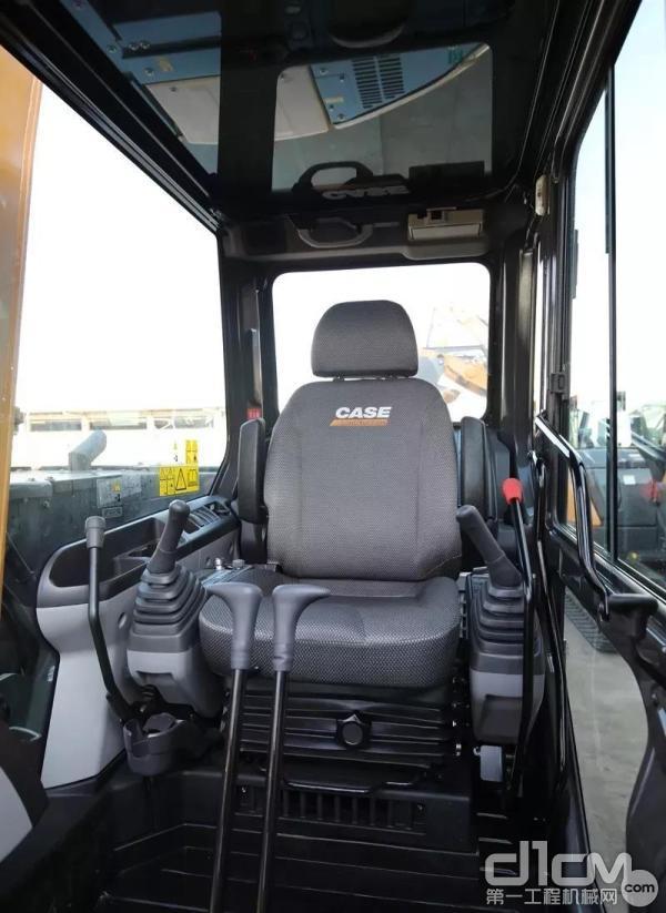 舒适的座椅及人性化的设计最和驾驶员的心意