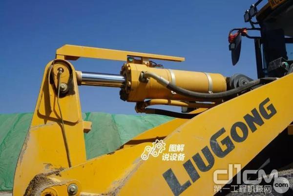 柳工862H装载机铲斗油缸