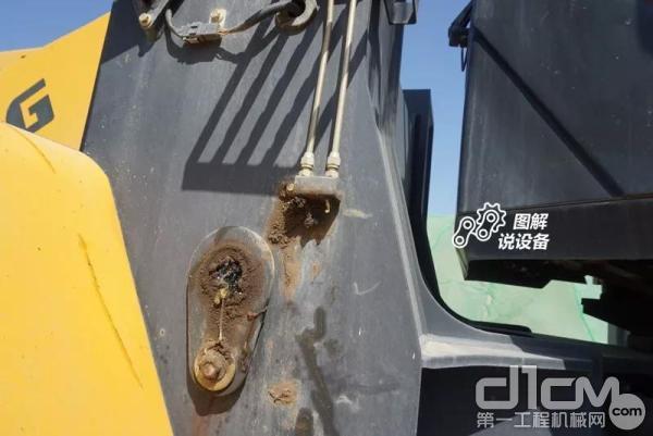 柳工工作装置润滑点引出并集中设置