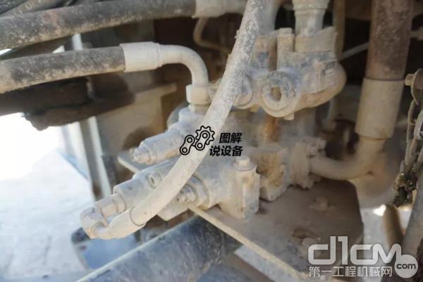 柳工862H装载机采用双泵合流、转向优先的设计