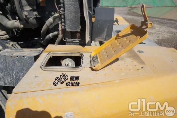 柳工862H装载机电源总开关藏在了发动机配重里