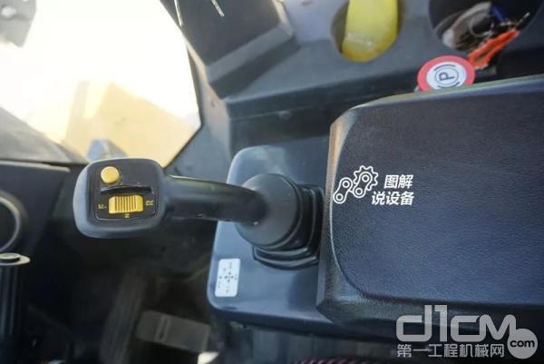 柳工862H装载机FNR控制手柄和臂拖