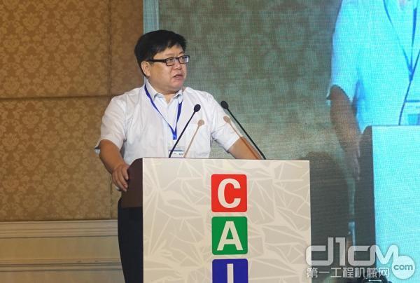中国农业机械学会秘书长张咸胜致辞