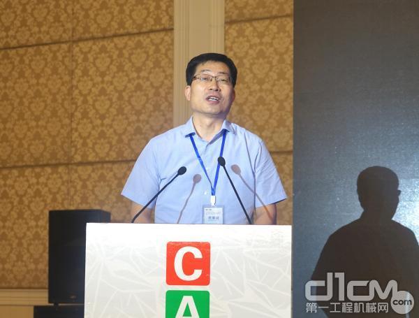 中国农业机械工业协会副会长、中国农机院副会长屈大伟先生致辞