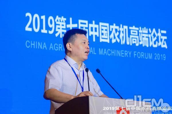 北京卓众出版有限公司总经理杜海涛介绍参会嘉宾