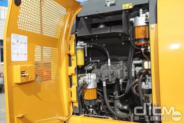 轻量化发动机罩结构,不用弯腰即可达成各类油液的检查与更换