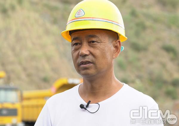 鄂尔多斯市腾鹏工程机械有限责任公司设备管理经理奥宝军