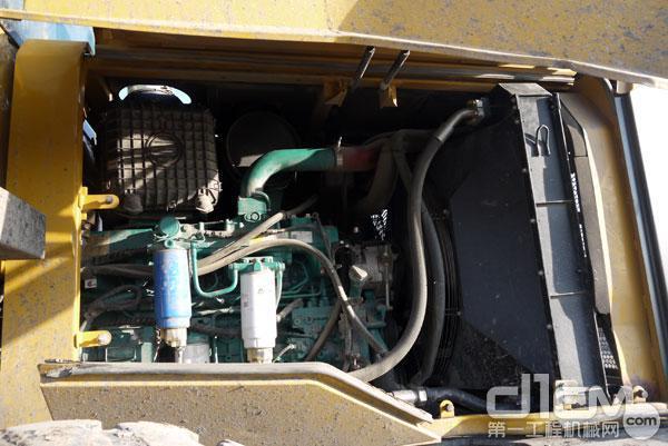 临工L955F装载机的发动机
