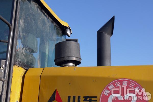 """临工L955F转载机采用""""三级保姆滤"""""""