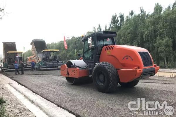 悍马20-25吨级单钢轮压路机 超凡动力 专为中国而生