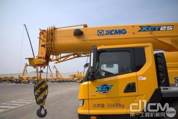 徐工散活神器:新款25吨 有实力才不惧任何吊装!