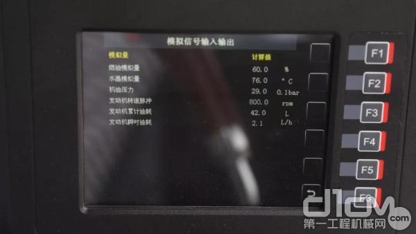 三一SSRAC-8H压路机拥有炫彩显示屏及GPS导航