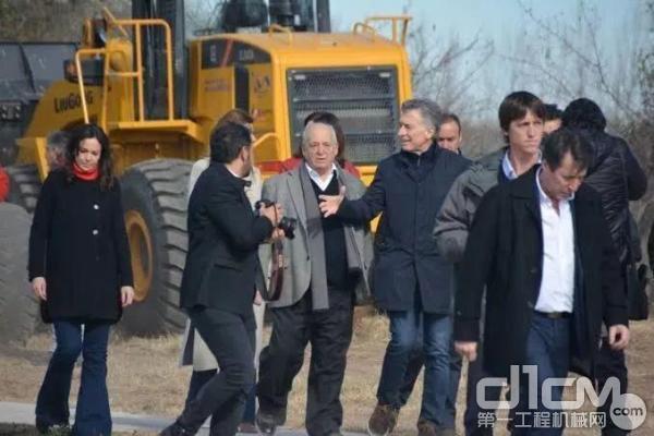 阿根廷总统马克里亲身体验柳工装载机 为其卓越性能打CALL!