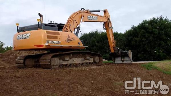 凯斯CX300C挖掘机