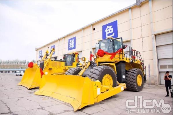 小松D375A-6履带式推土机和WD600-6轮胎式推土机
