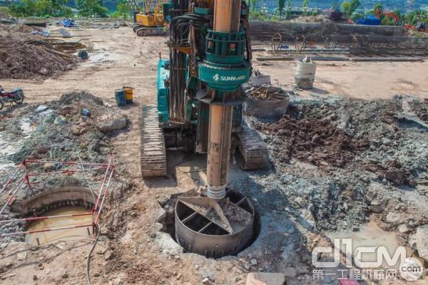 山河智能旋挖钻机在涪陵万达3米直径钻进