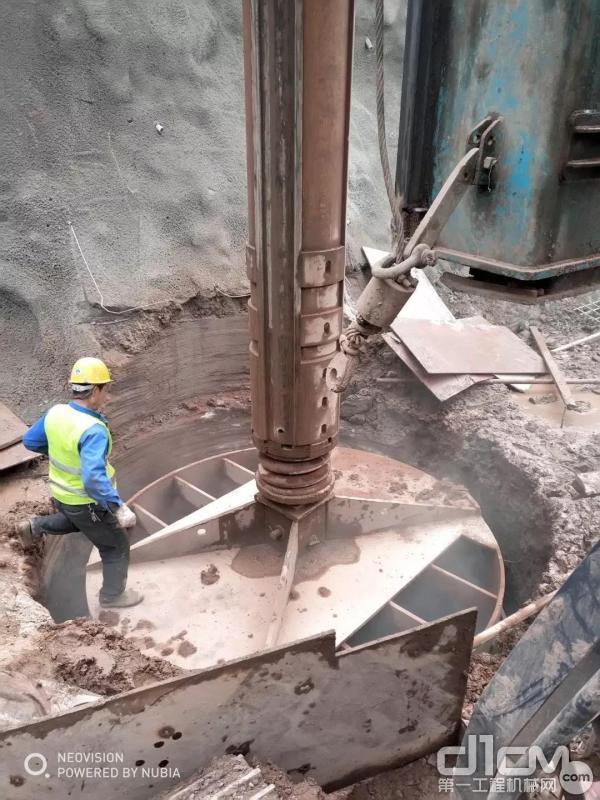 山河智能旋挖钻机3.5米全岩层钻进