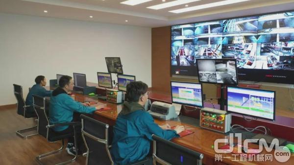 新业管桩设备的控制中心设在搅拌主楼