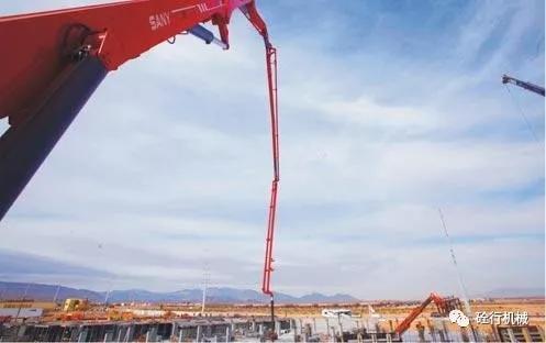 三一SY5600THB-6666米混凝土臂架泵车进行泵送施工作业