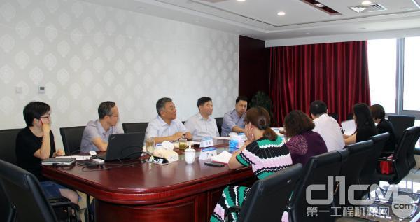 丝路国际产能合作中心谢阳军主任一行与中国工程机械工业协会常务副会长苏子孟座谈