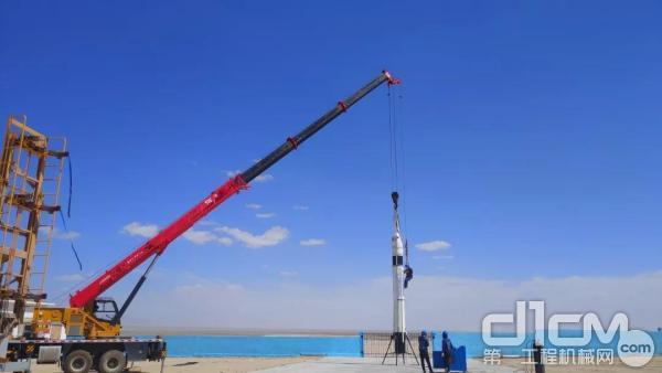 三一STC160C起重机进行RLV-T5火箭吊装
