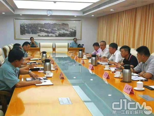 小松(中国)总经理张全旺一行到访山东日照港集团有限公司