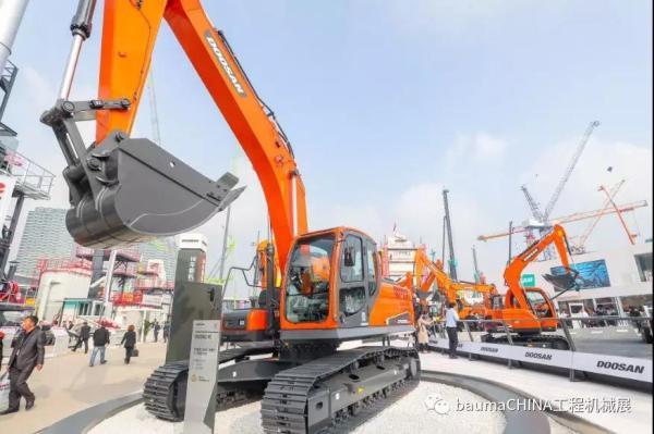 斗山DX800LC-5B履带式挖掘机baumaCHINA2018现场图片