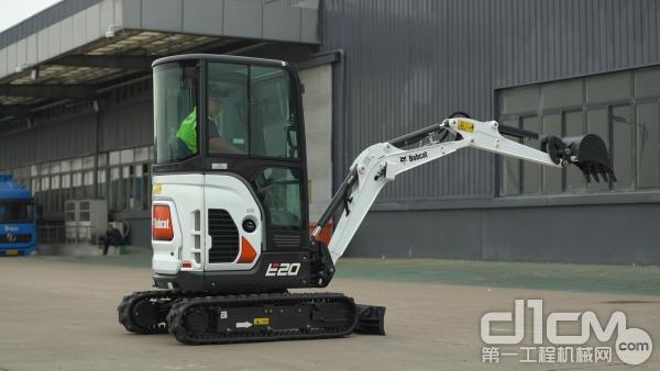 山猫E20微型挖掘机