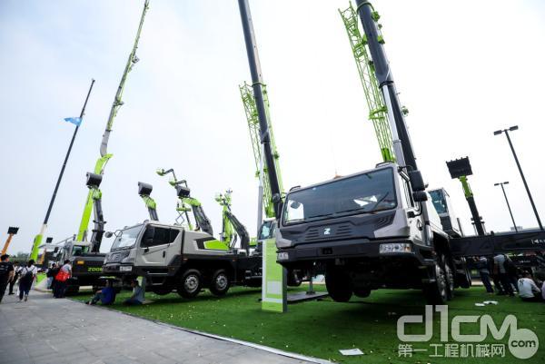 中联重科工程起重机械亮相北京展