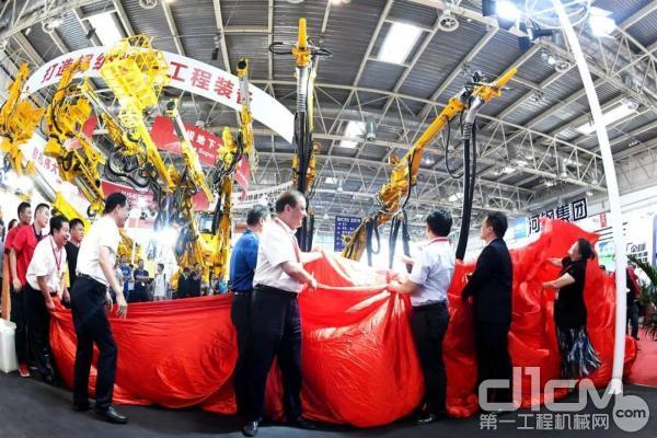 铁建重工全球首台双臂混凝土湿喷机新品发布会