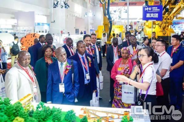 中非工程机械合作发展论坛嘉宾团到铁建重工展馆参观