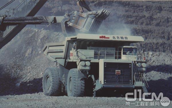 北方股份NTE260电动轮矿用自卸车