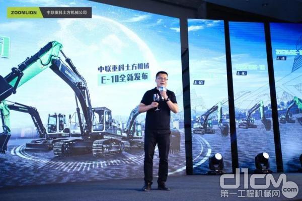 中联重科土方机械公司常务副总经理袁野先生登台祝酒