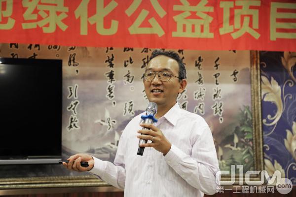 NGO绿化网络(日本)内蒙古办事处首席代表大龙隆司介绍公益林栽植情况