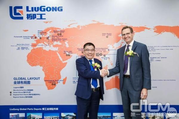 广西柳工集团有限公司董事长曾光安先生和胜牌公司总裁Sam Mitchell先生