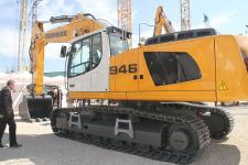 利勃海尔R946履带挖掘机整机视图全部图片