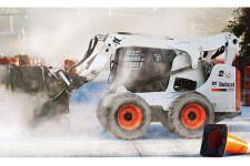 山猫S770滑移装载机施工现场24213