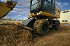 卡特彼勒M315D2轮式挖掘机施工现场40917