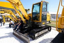 临工E660FL履带挖掘机整机视图全部图片