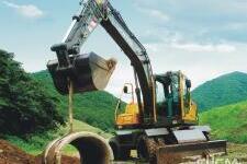 沃尔沃EW145B Prime轮式挖掘机施工现场8226