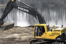 沃尔沃EC240B Prime履带式挖掘机施工现场全部图片