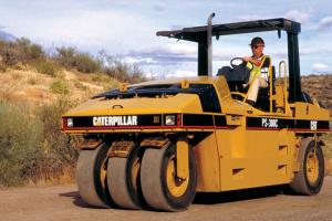 卡特彼勒PS-300C充气轮胎压实机图片集