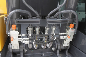 约翰迪尔E140 LC履带挖掘机图片集